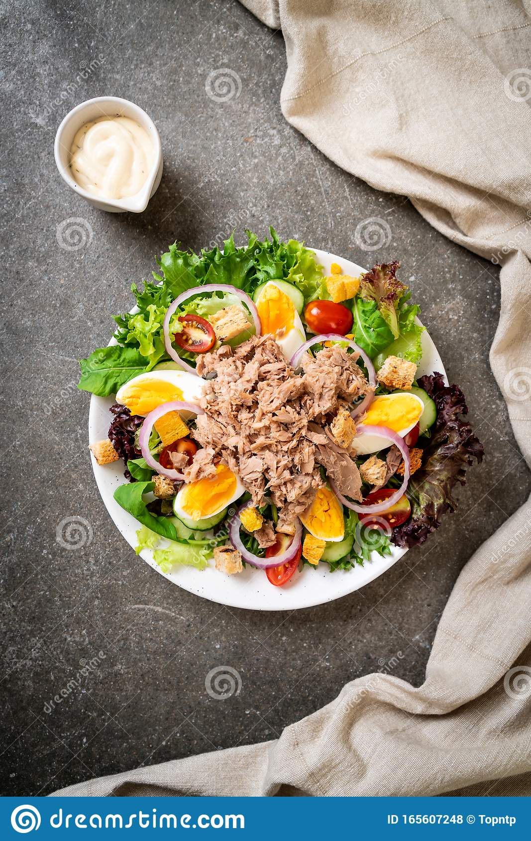Tuna with vegetable salad and eggs