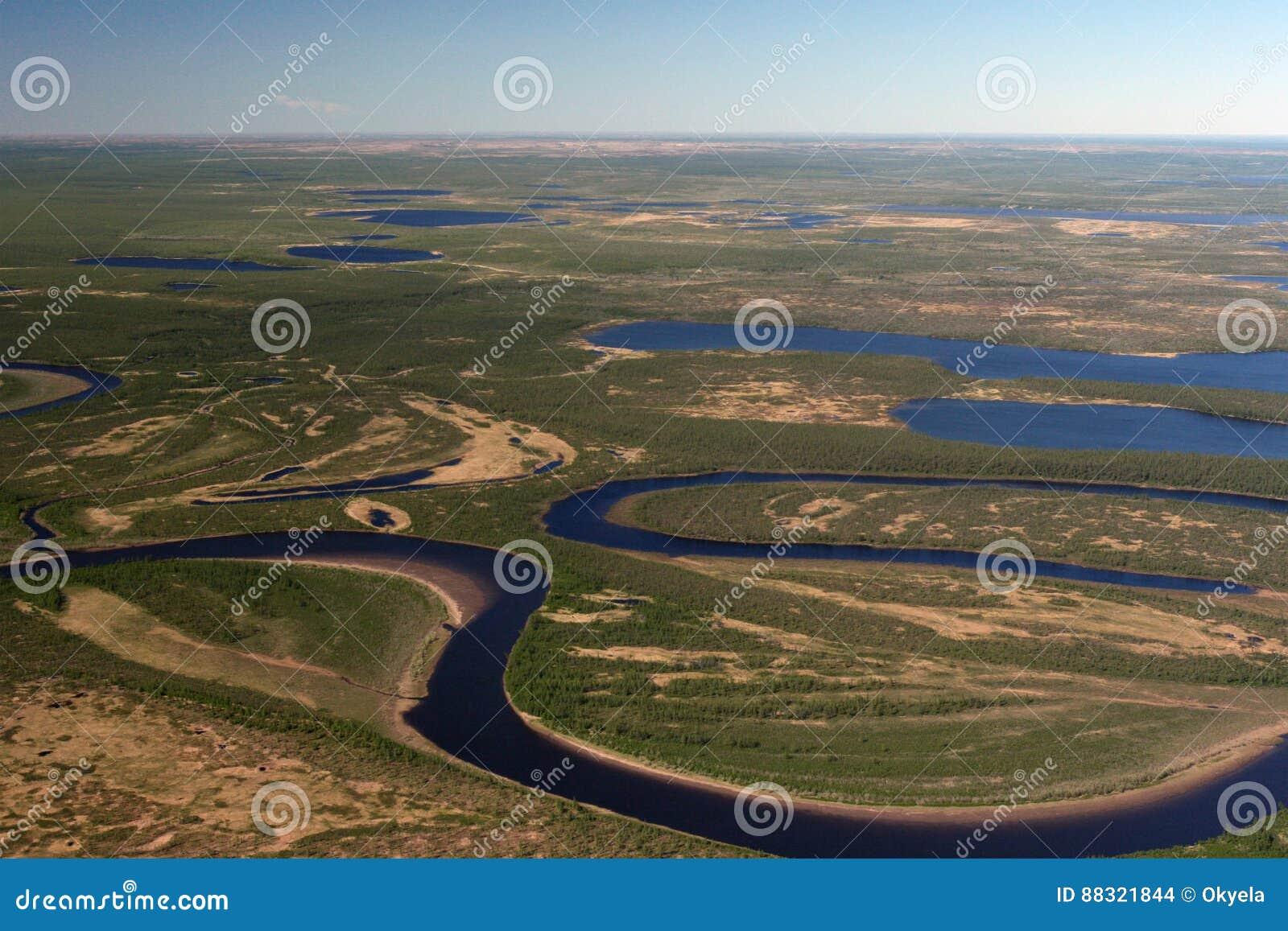 Tundra, rzeki i jeziora Taimyr w wiośnie,