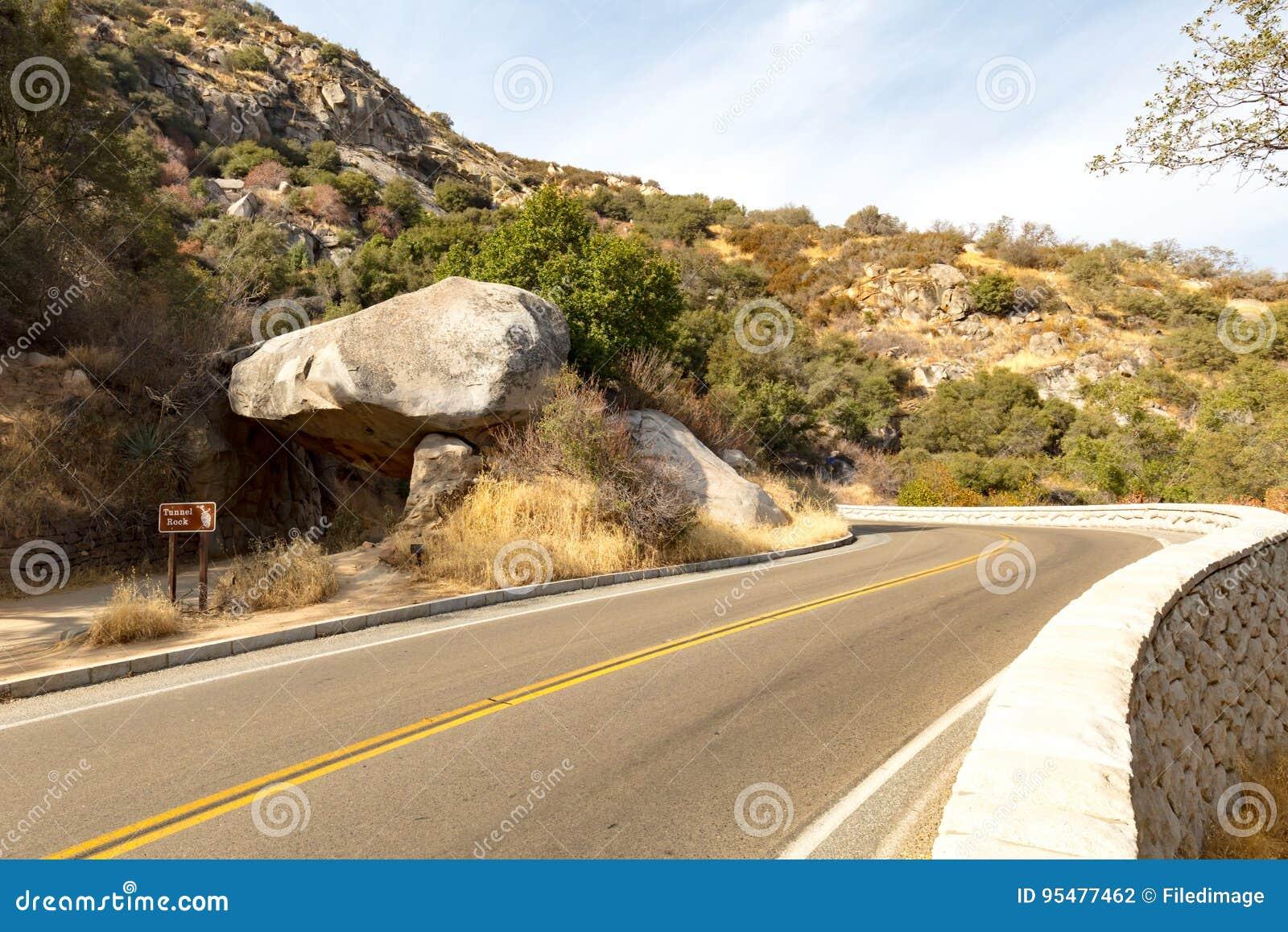 Tunel skała przy sekwoja parkiem narodowym