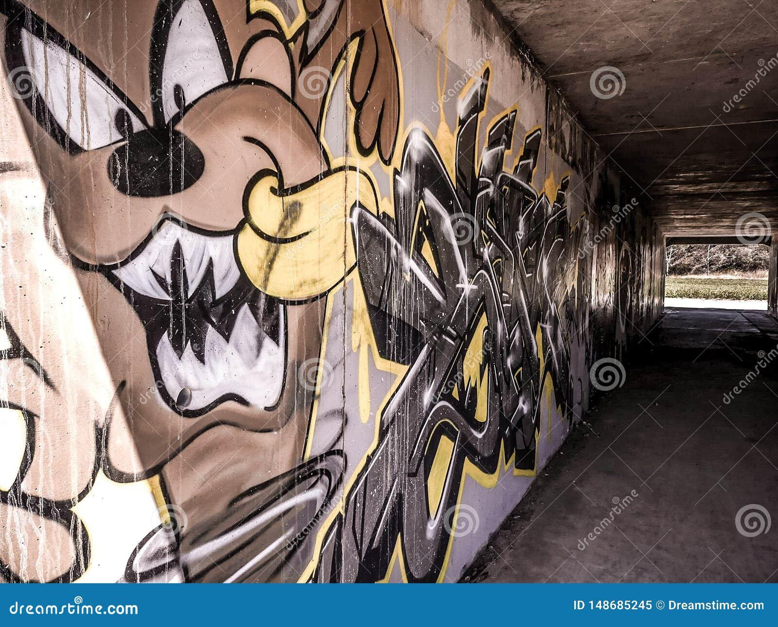 Tunnel Art Graffiti
