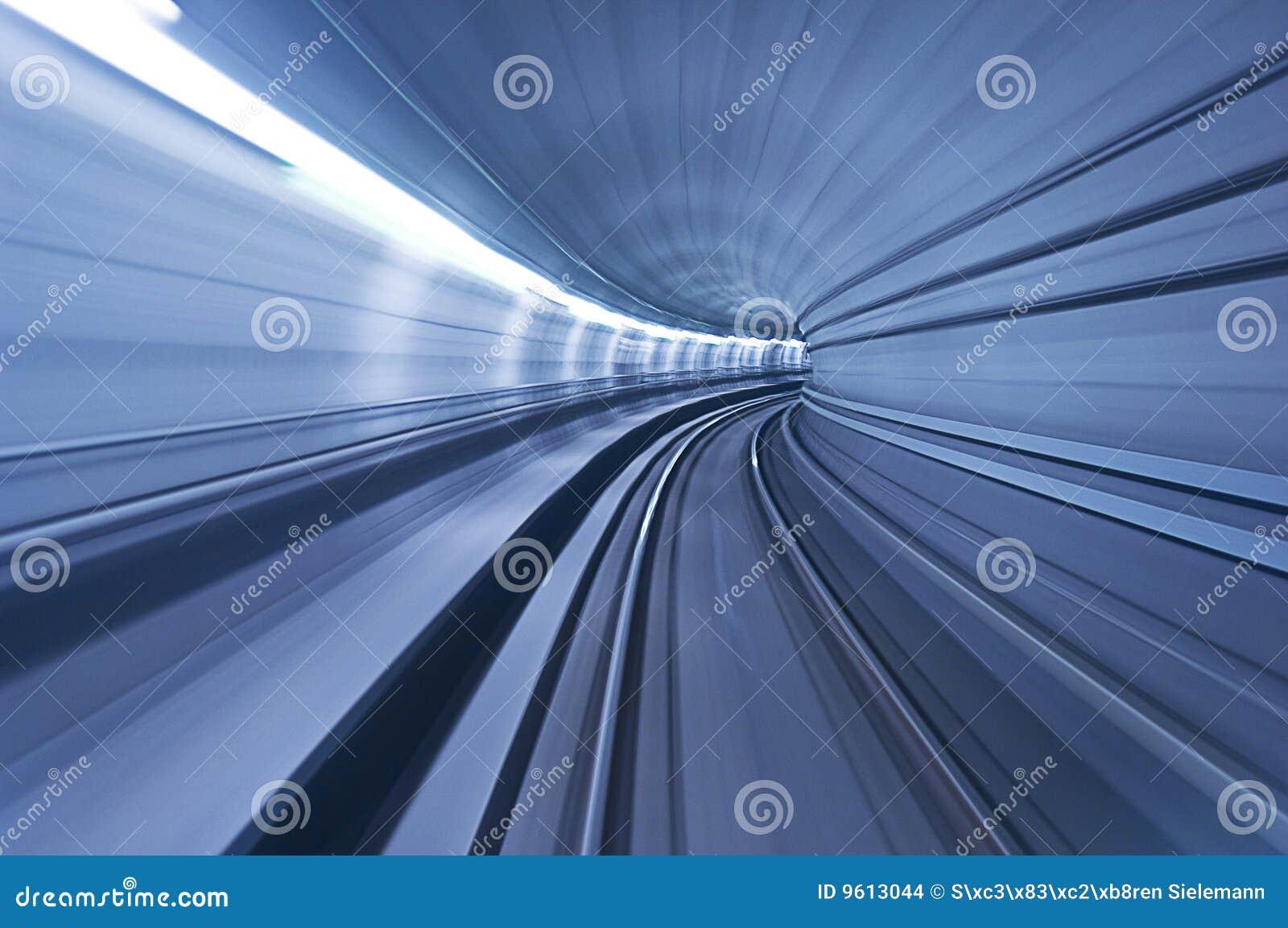 Tunnel bleu de vitesse de la haute une