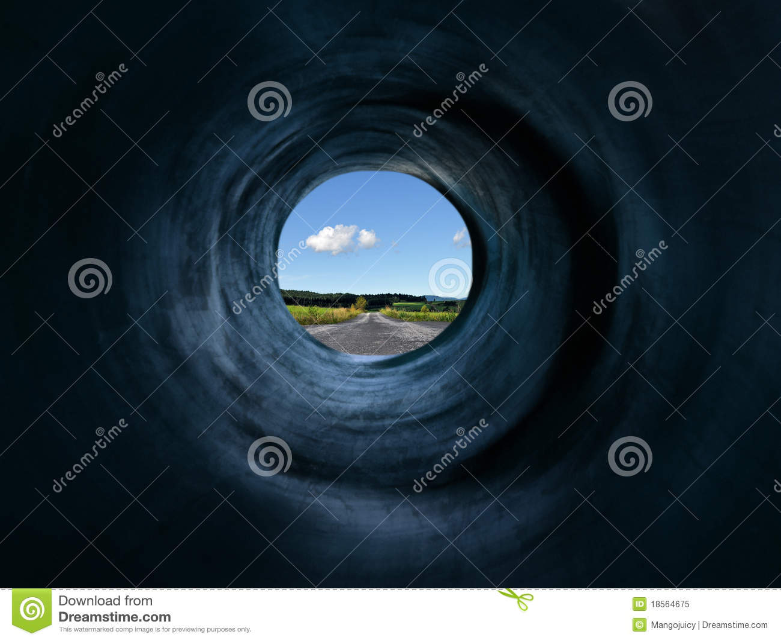 Tunnel en weg aan mystic afgelegen land