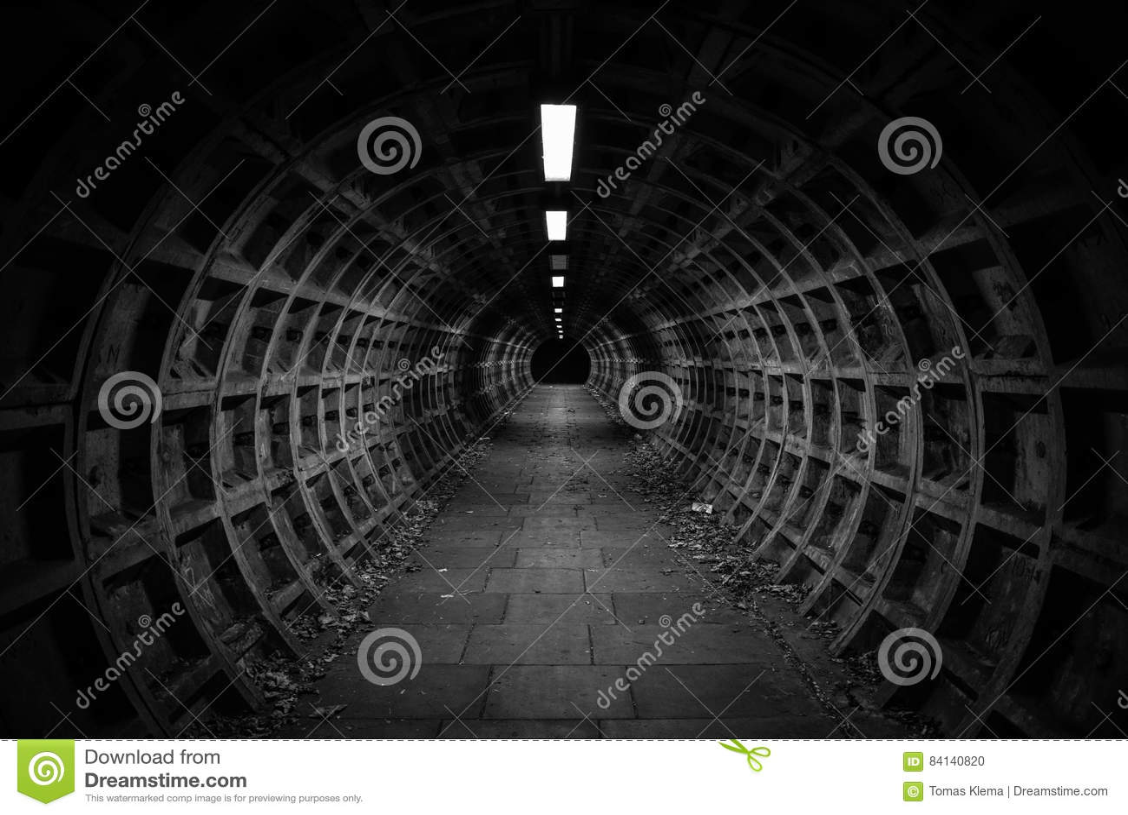 Tunnel foncé