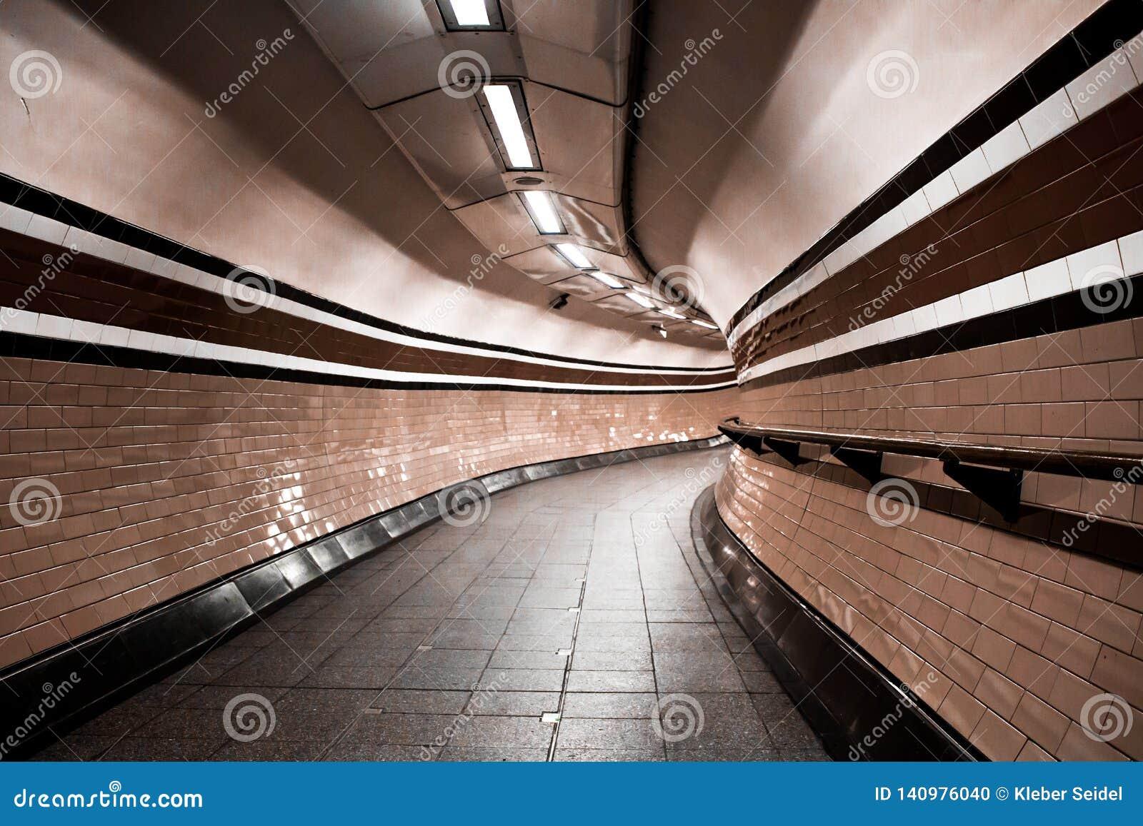 Tunnel souterrain de Londres, courbes personne