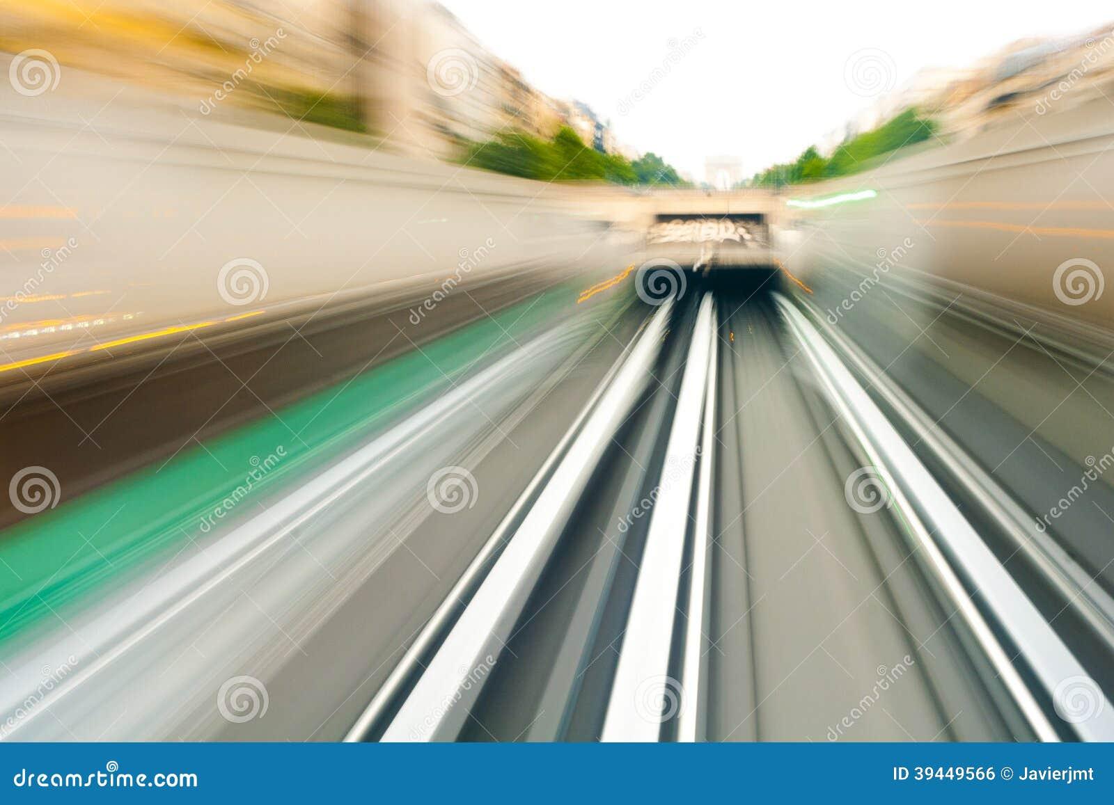 Tunnelbana som skriver in tunnelerna