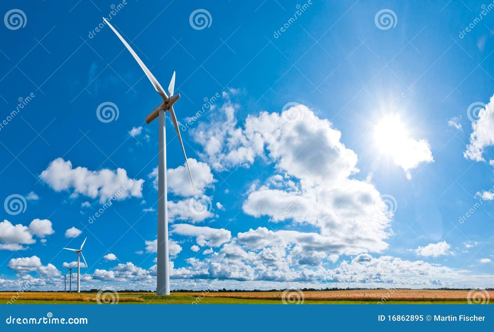 Turbinas de vento e cloudscape