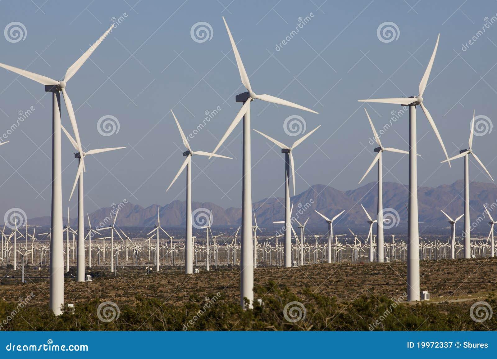 Turbinas de viento en granja del molino de viento de la energía alternativa