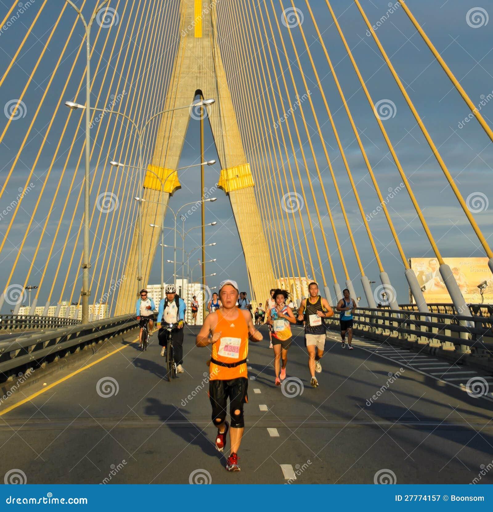 Turbines de marathon à travers le couvre-câbles