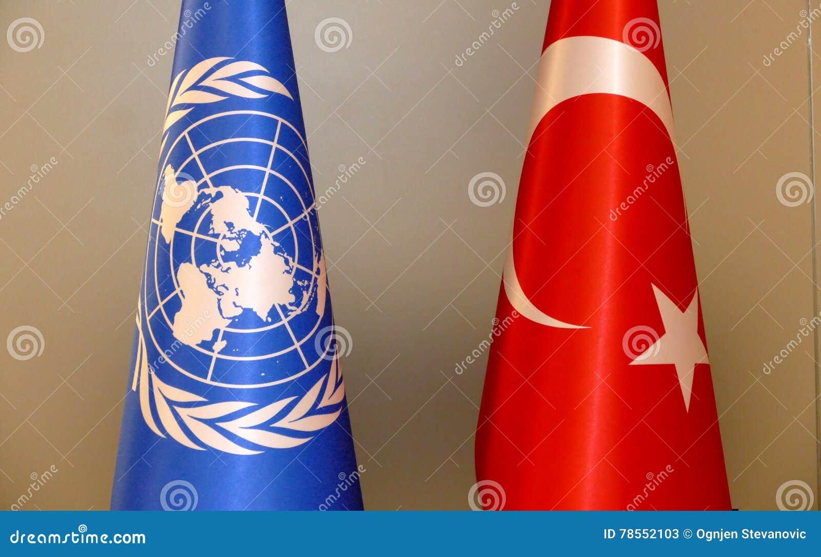 Turco e bandeira do UN