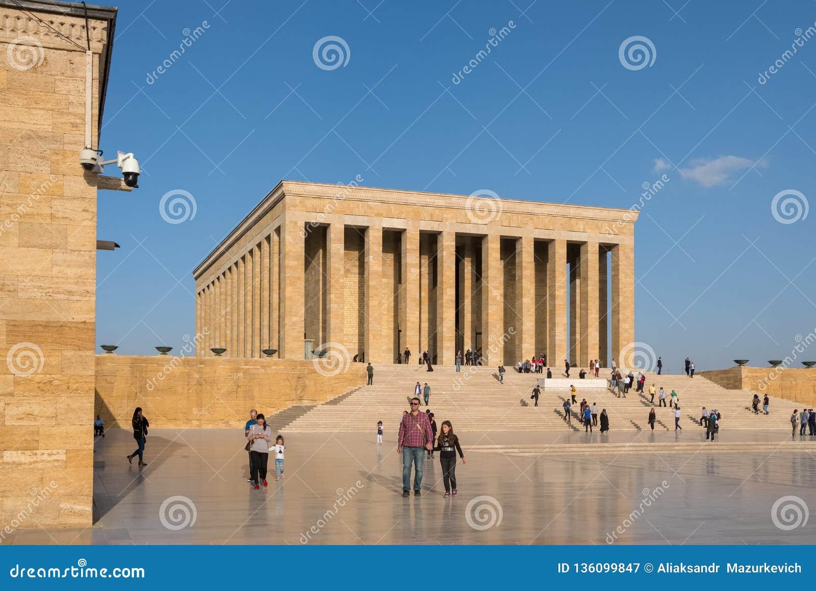 Tureccy ludzie odwiedza Ataturk mauzoleum, Anitkabir w Ankara, Turcja