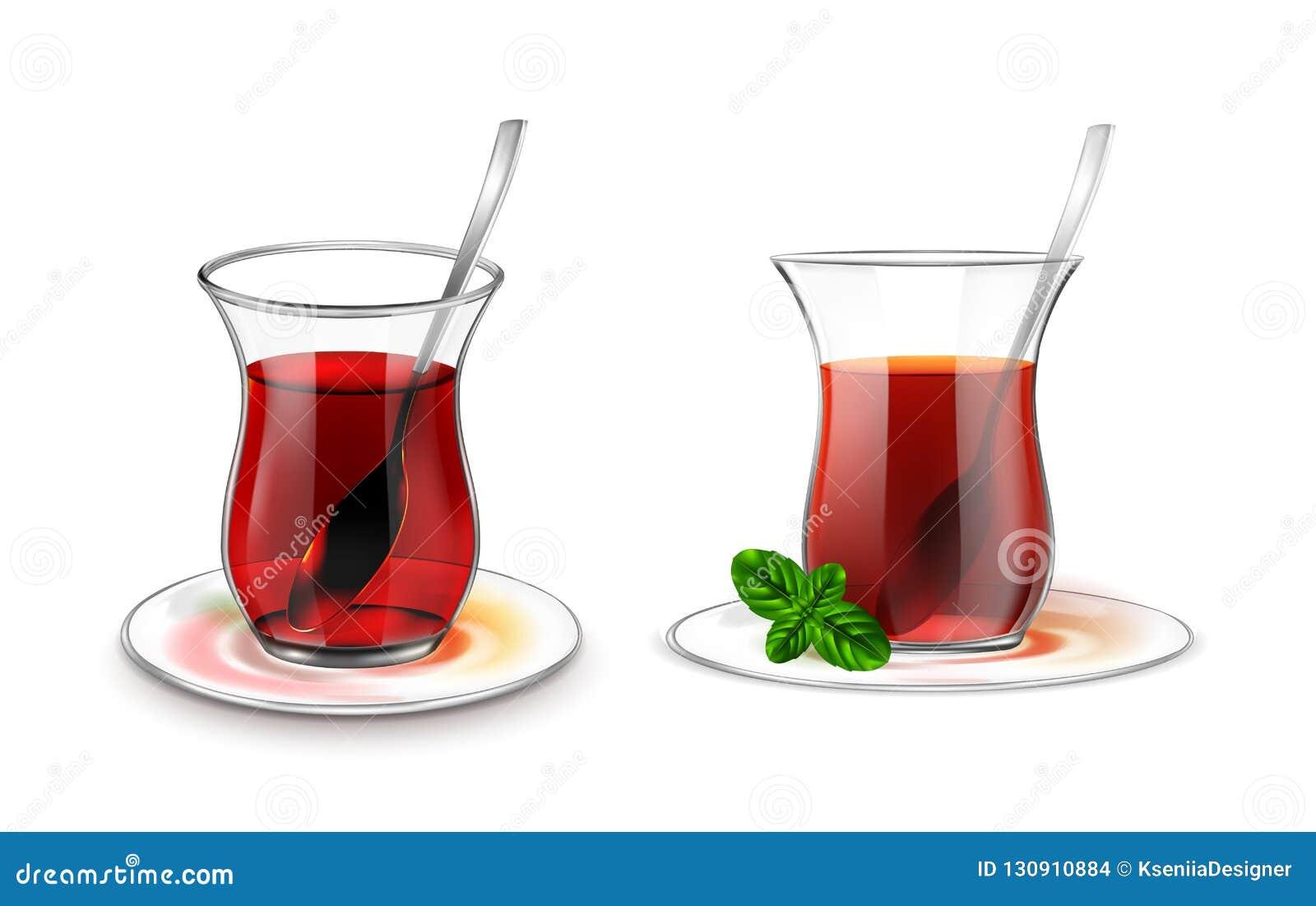 Turecka herbaciana filiżanka z czarną herbatą, srebną łyżką i mennicą,