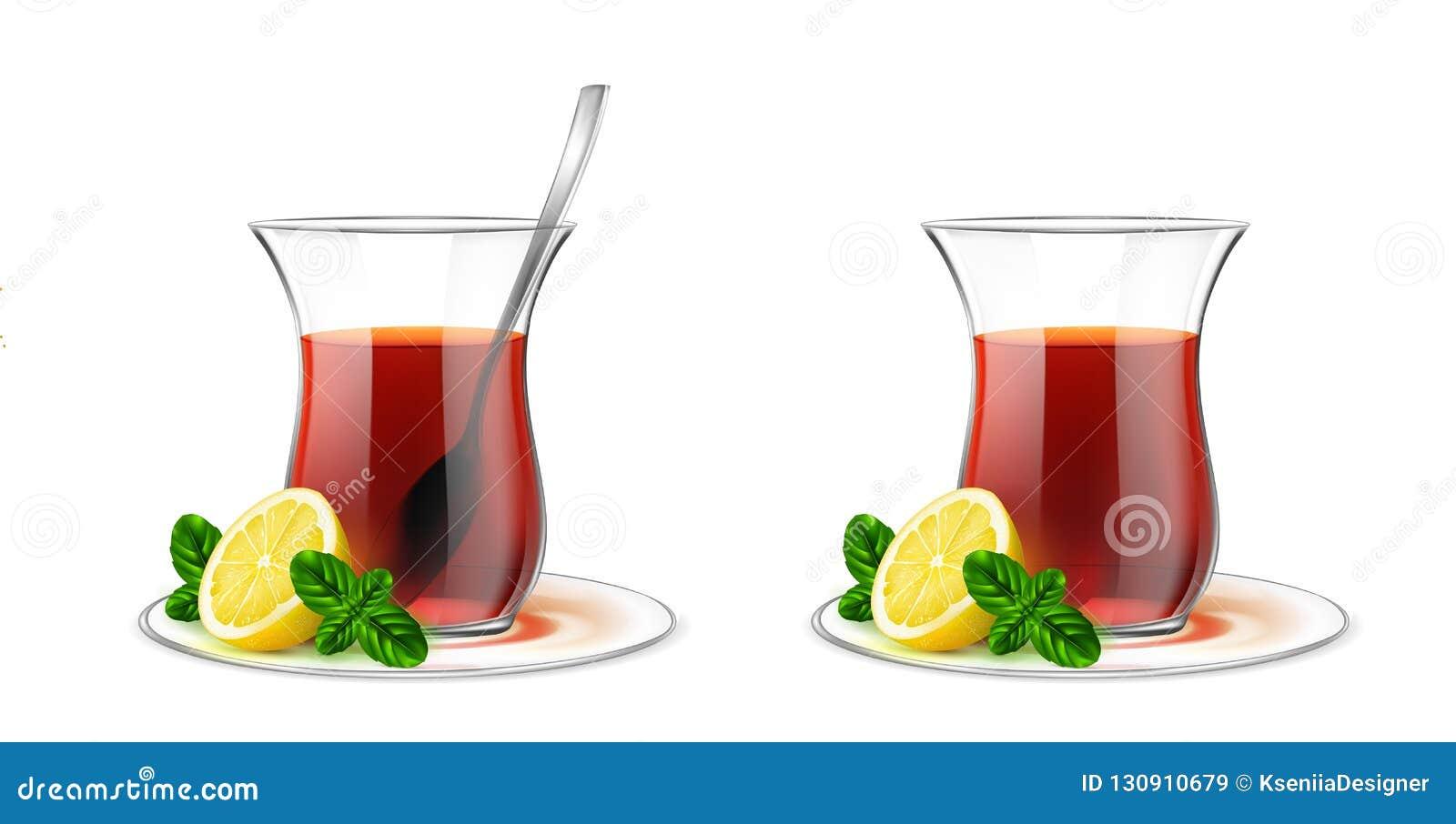 Turecka przejrzysta herbaciana filiżanka z czarną herbatą, srebna łyżka, wybija monety a