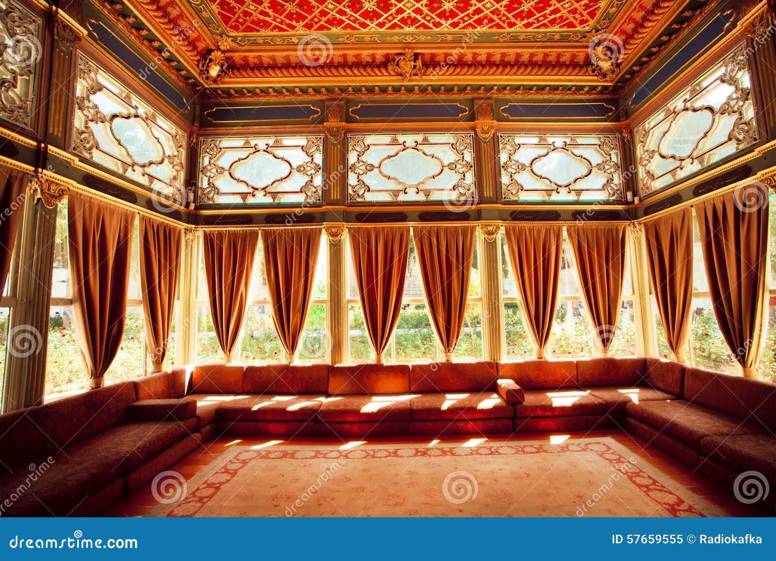 Turecki kolorowy sufit w tradycyjnym Osmańskim pokoju
