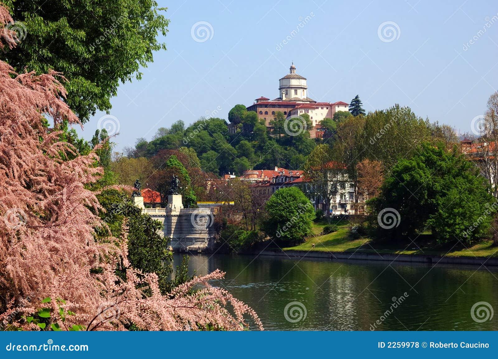Turin-Flussfrühling
