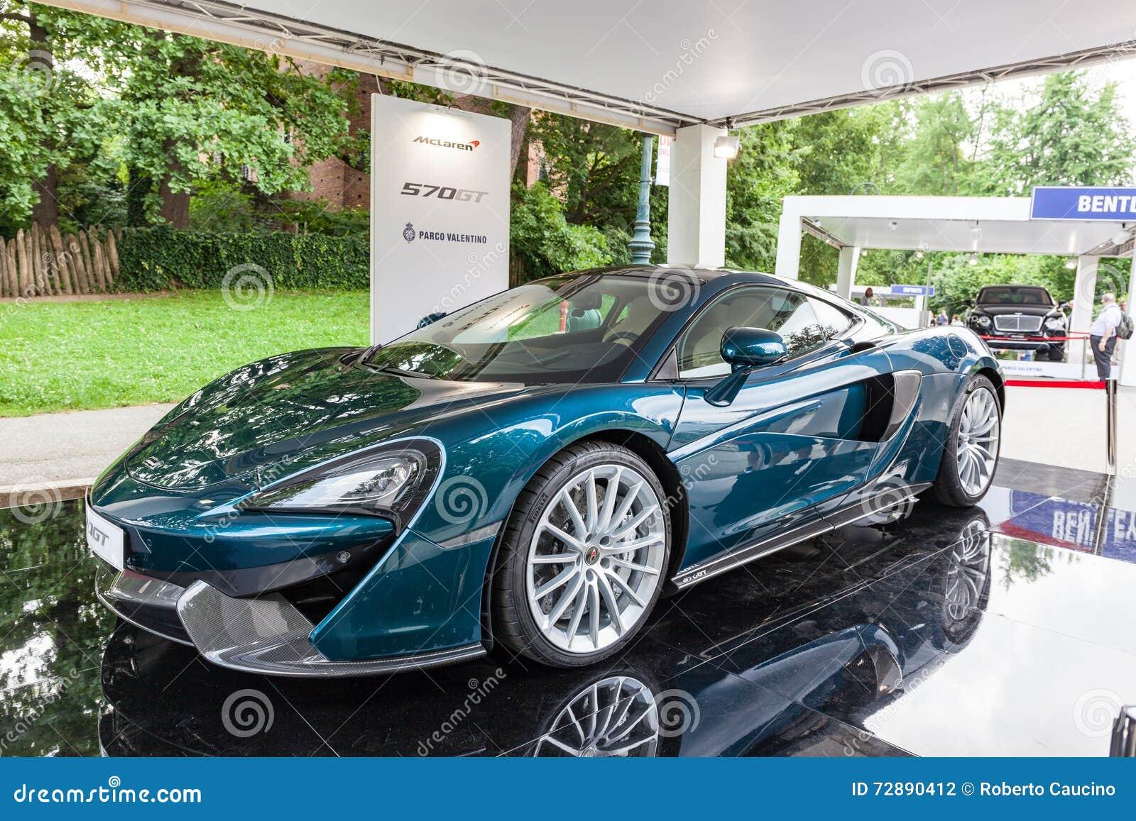 TURIN, ITALIE - 12 JUIN 2016 : le nouveau McLaren 570GT dans le support