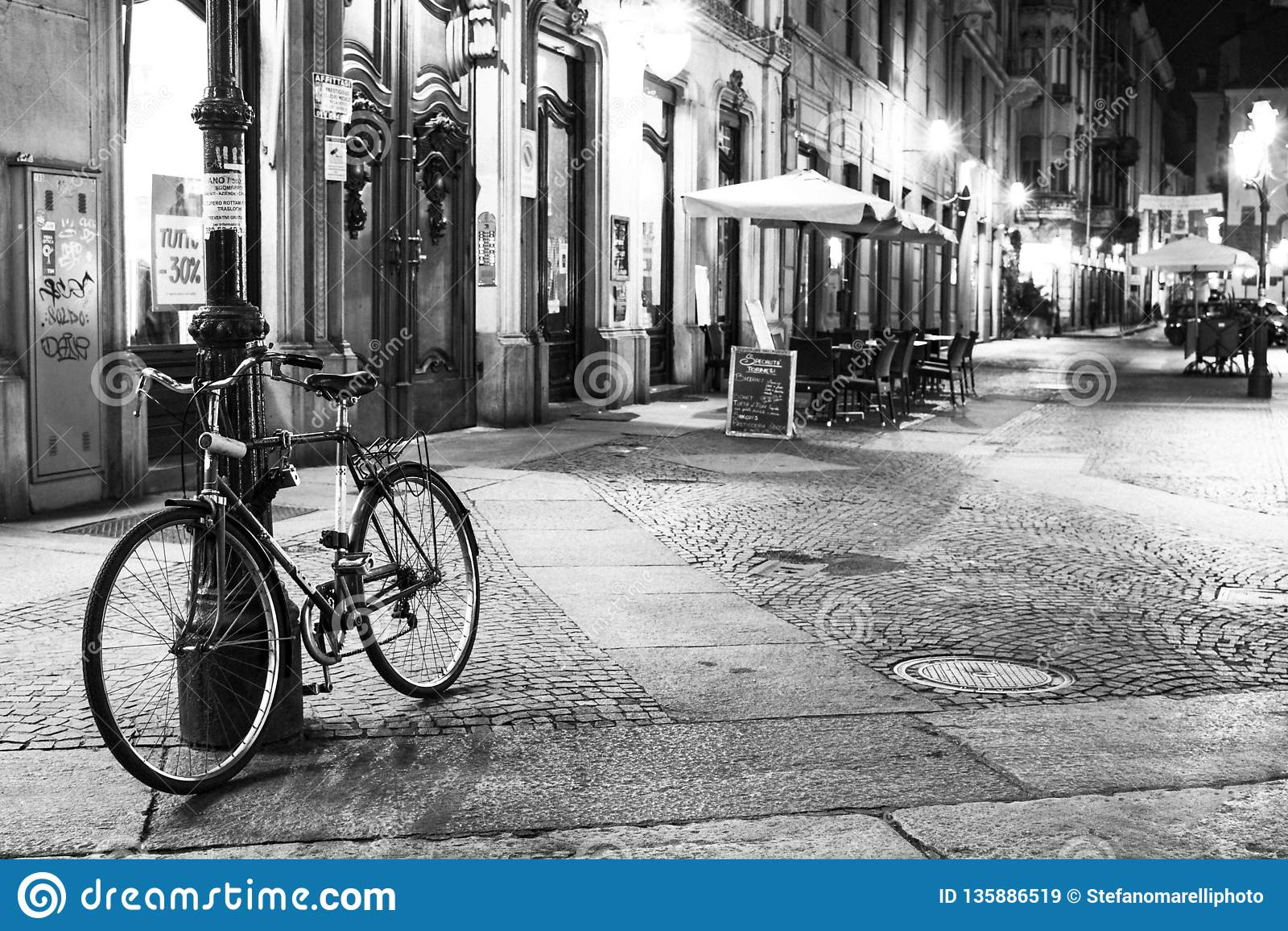 Turin Piedmont, Italien nattsikt av via mercantien