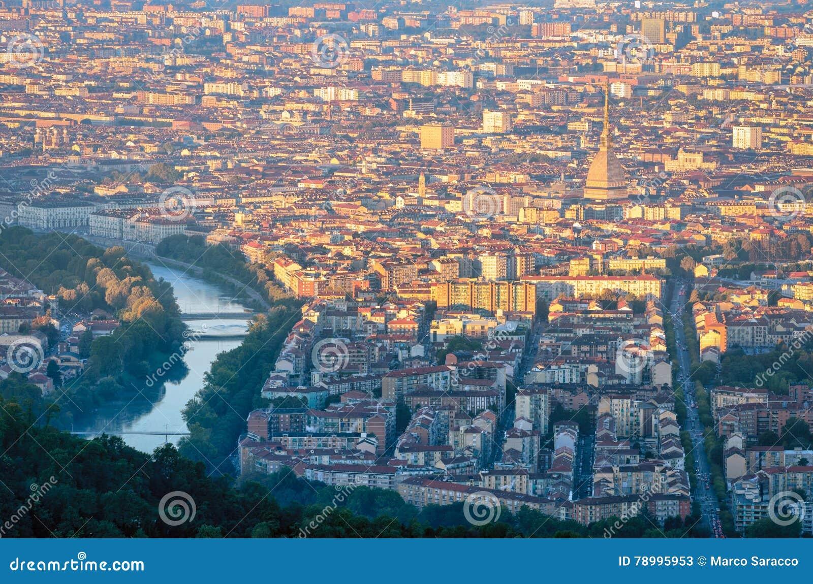 Turin & x28; Torino& x29; panorama på soluppgång