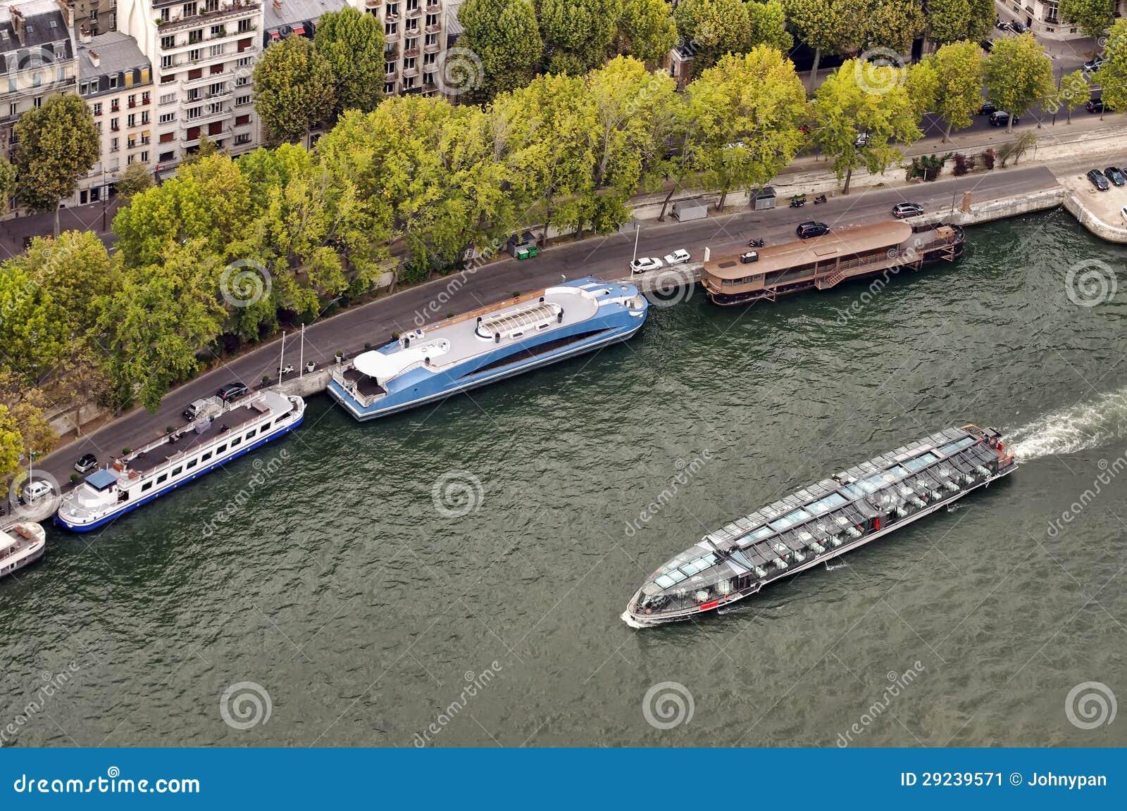 Download Turismo de Paris na água imagem de stock. Imagem de barco - 29239571