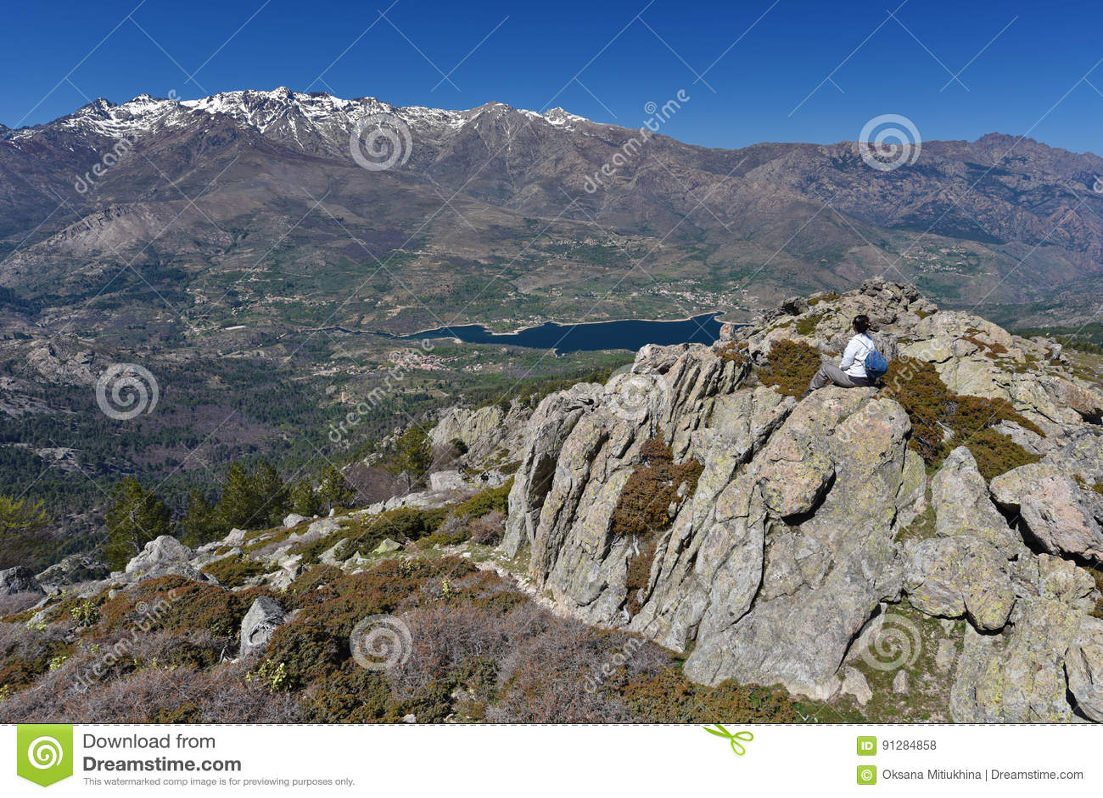 Turist i de korsikanska höga bergen