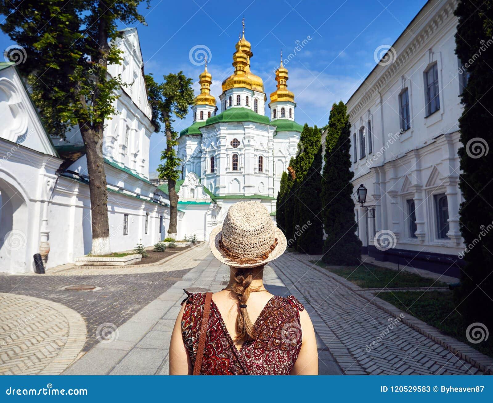 Turist i Kiev Pechersk Lavra