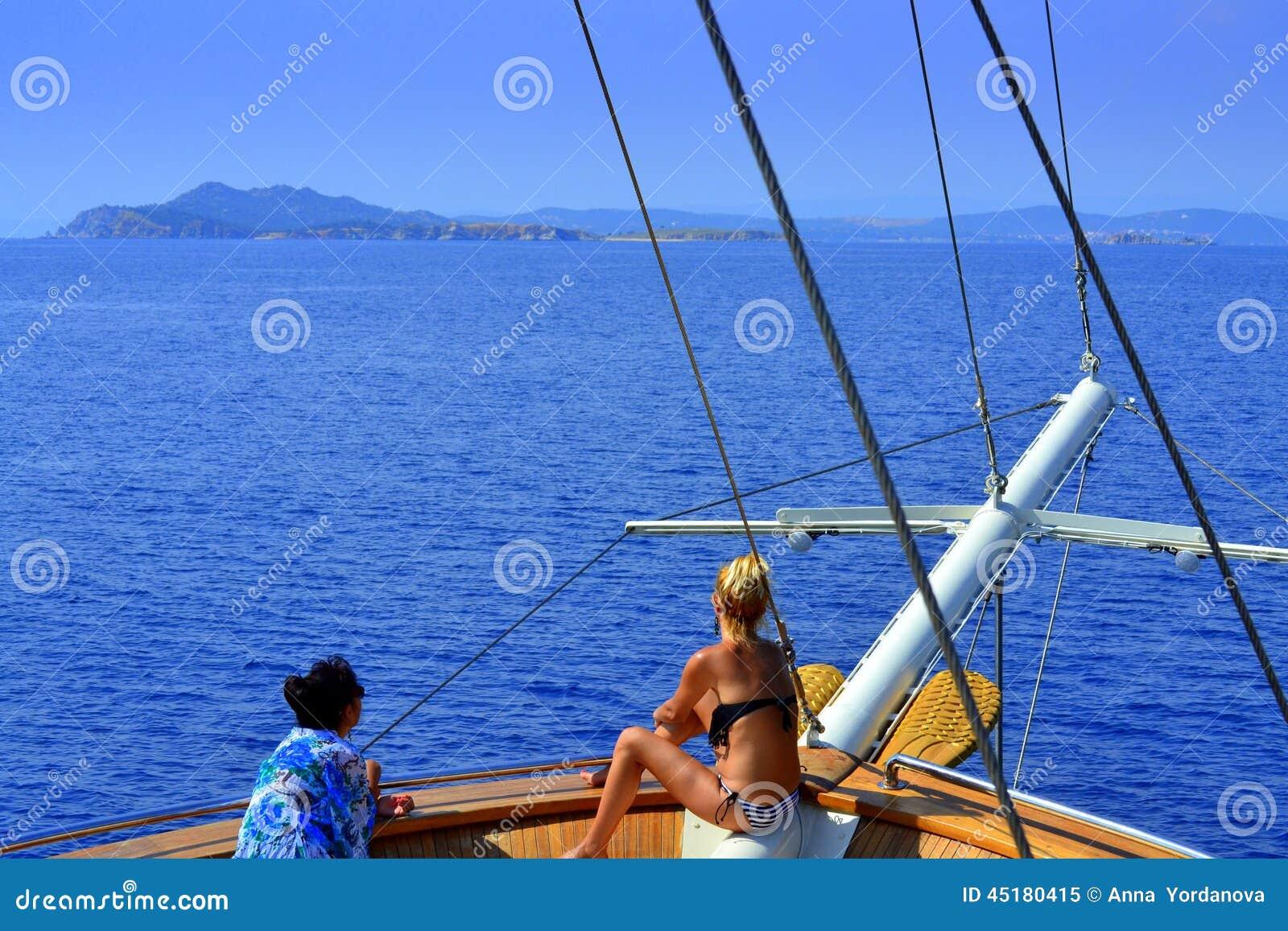 Turist- skeppkvinnor Grekland