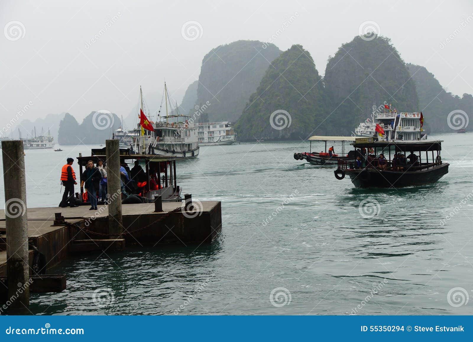 Turista di trasferimento delle piccole barche