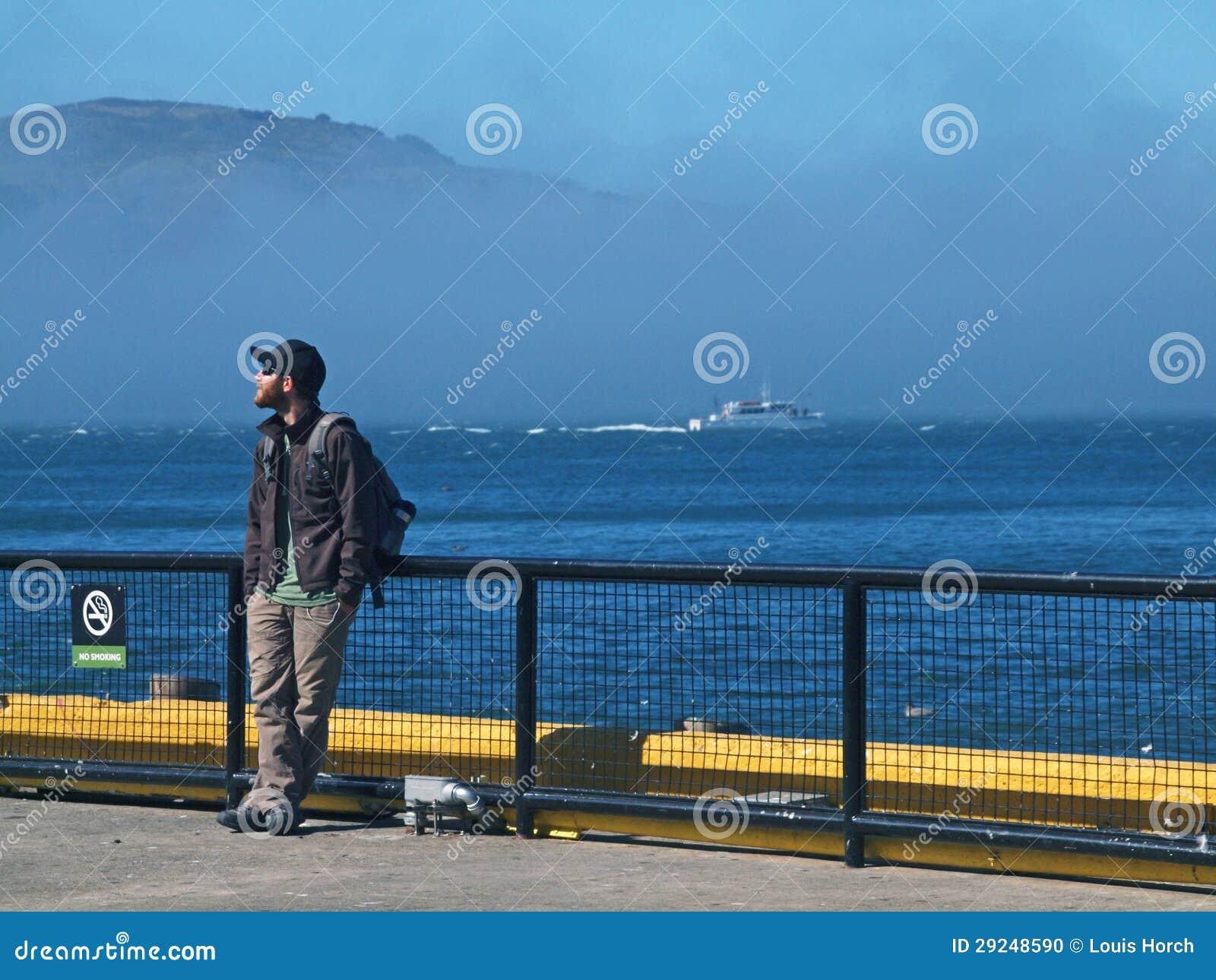 Download Turista em Alcatraz imagem editorial. Imagem de abandonado - 29248590