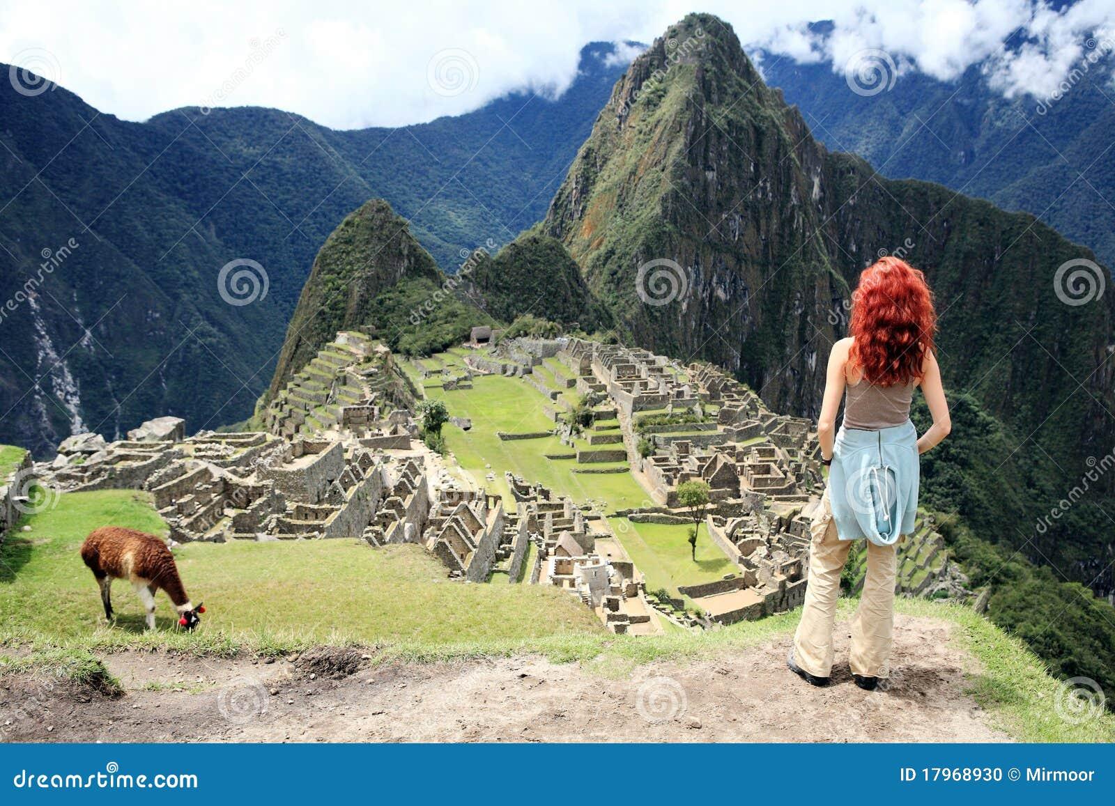 Turista em cidade perdida de Machu Picchu - Peru