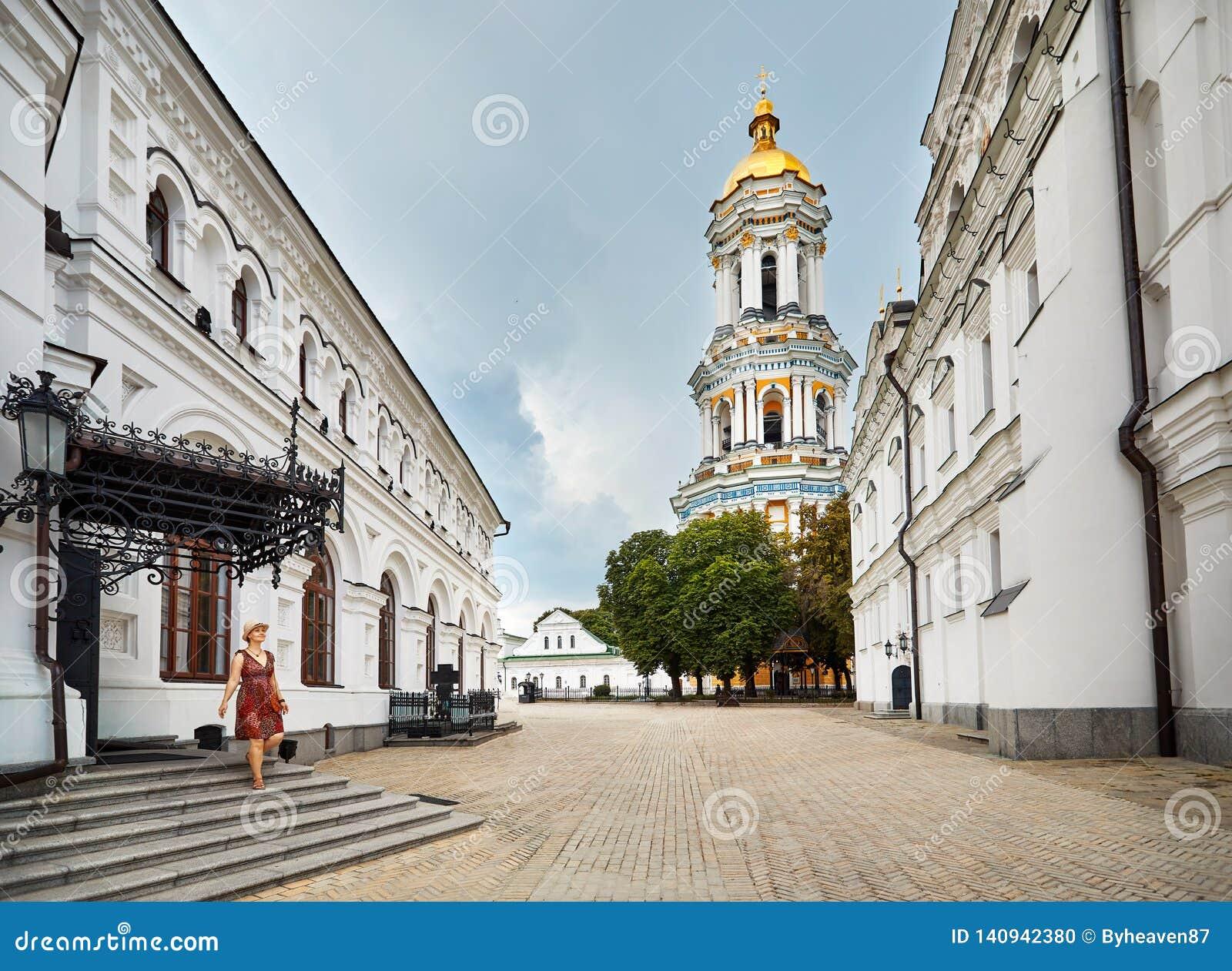 Turista em Kiev Pechersk Lavra