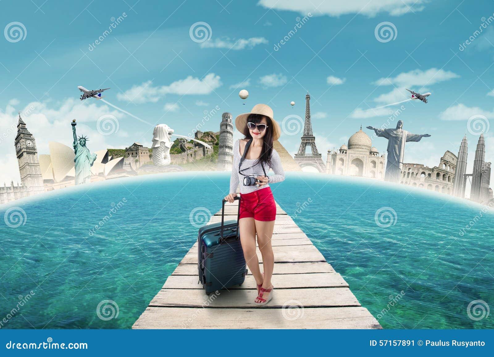 Turista moderno que viaja ao monumento do mundo