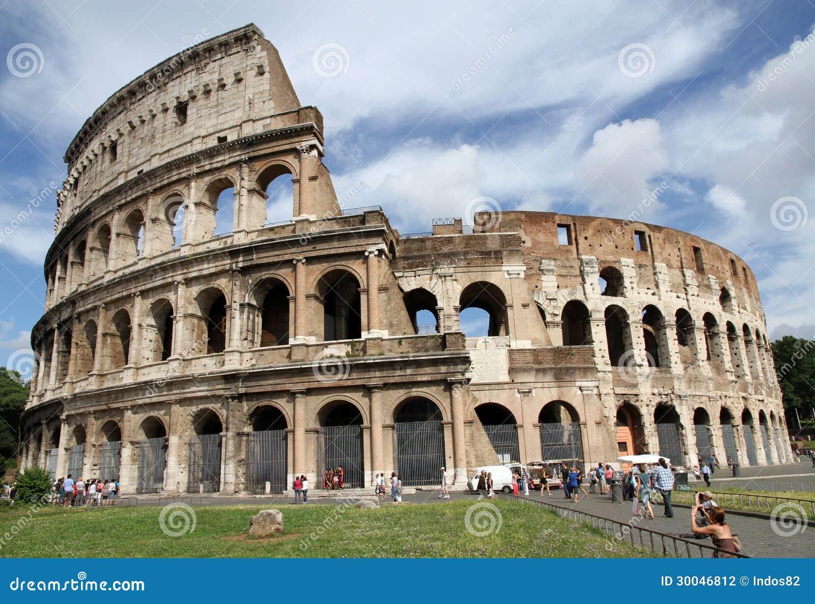 Turistas cerca del Colosseum, Roma