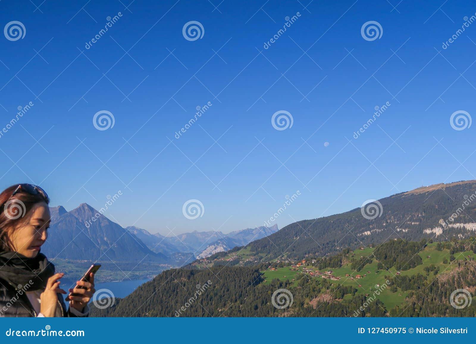 Turistas em Kulm mais duro que toma imagens da vista impressionante