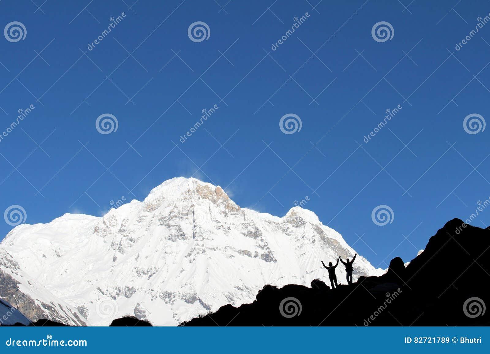 Turistas no acampamento base de Annapurna