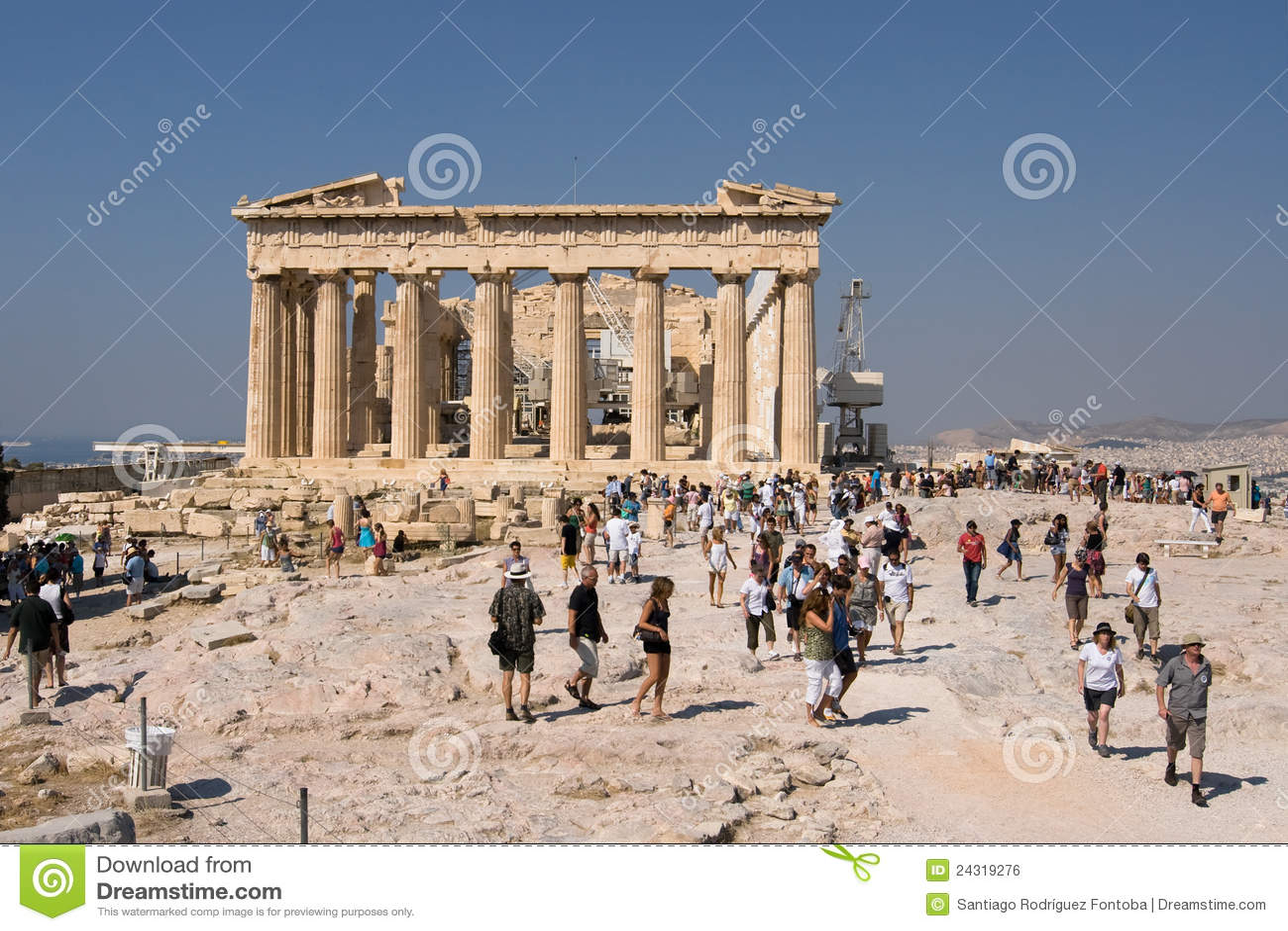 Turistas que visitam o Parthenon