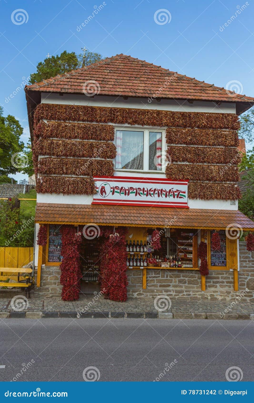 Turisten shoppar, namngett Paprikahaz i Tihany