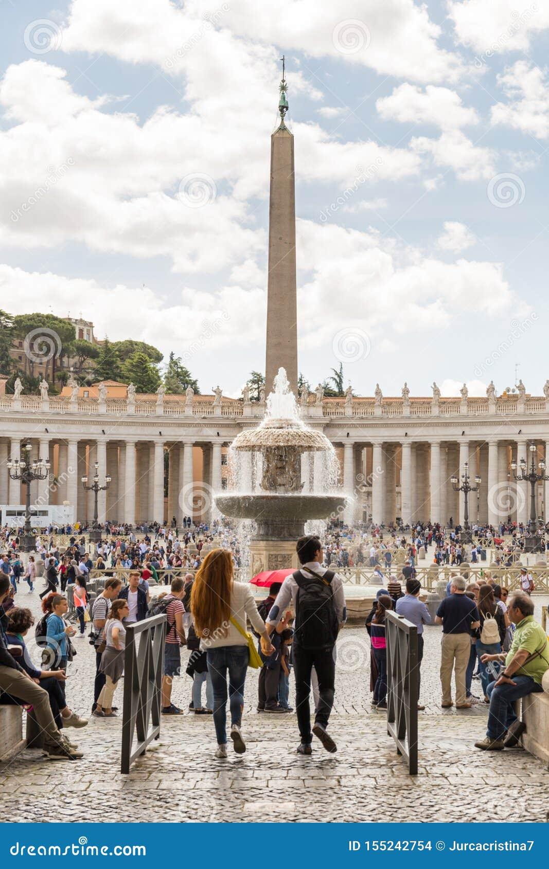 Turister i Sts Peter fyrkant, Vatican City