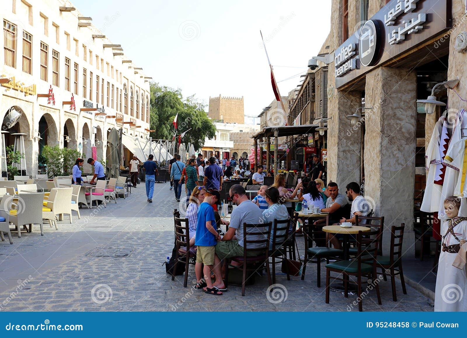 Turisti al coffeeshop di Doha
