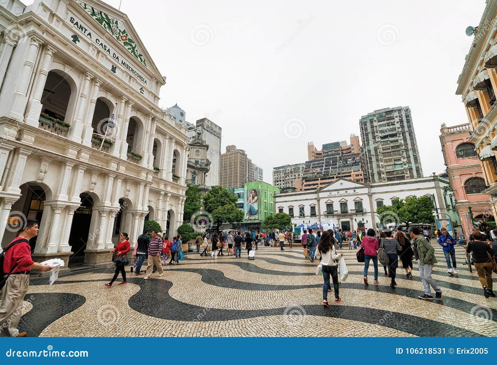 Turisti alla Camera santa di pietà sul quadrato di Senado in Macao