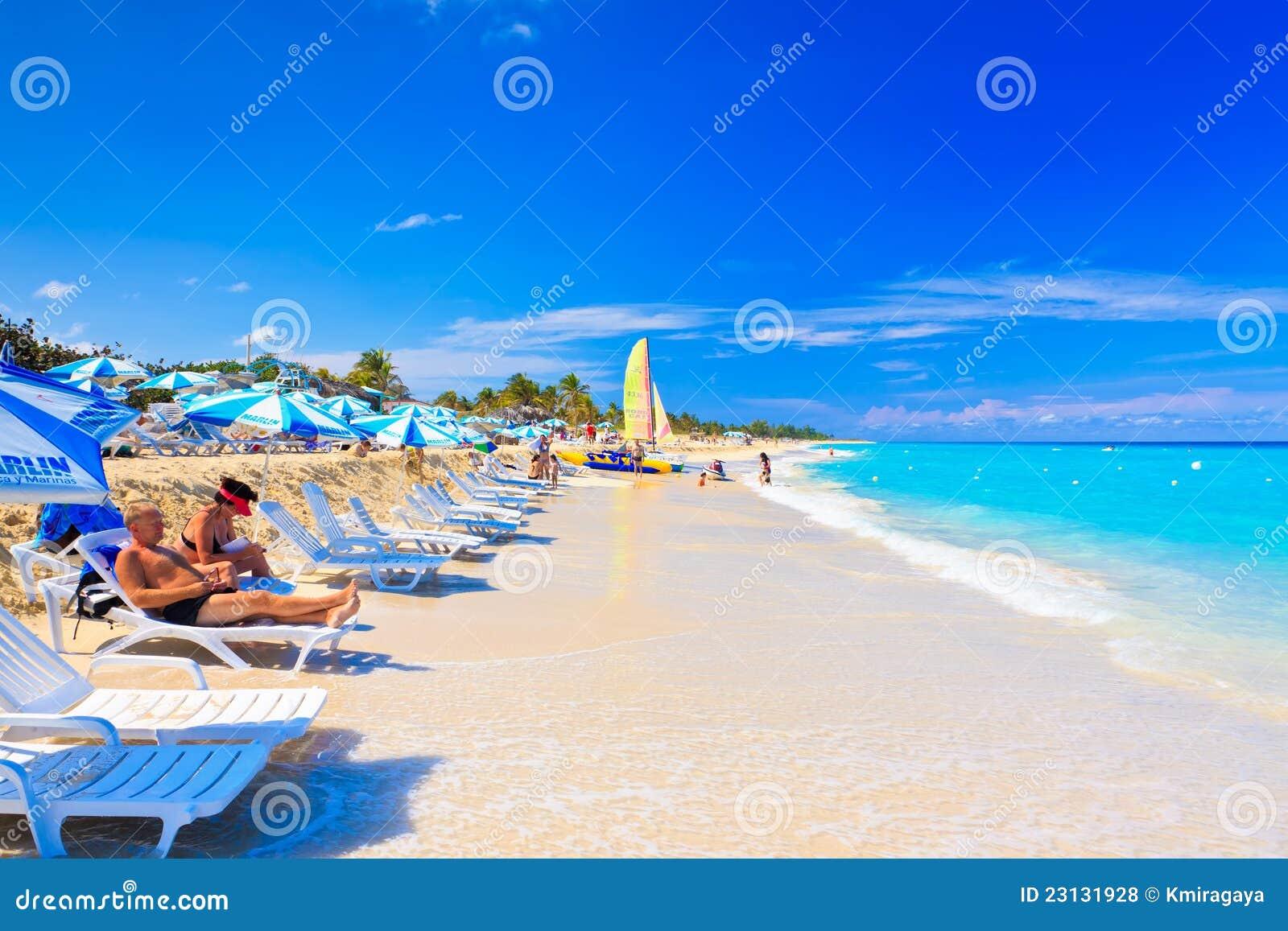 Turisti alla spiaggia di varadero in cuba fotografia stock for 3 piani di design da spiaggia