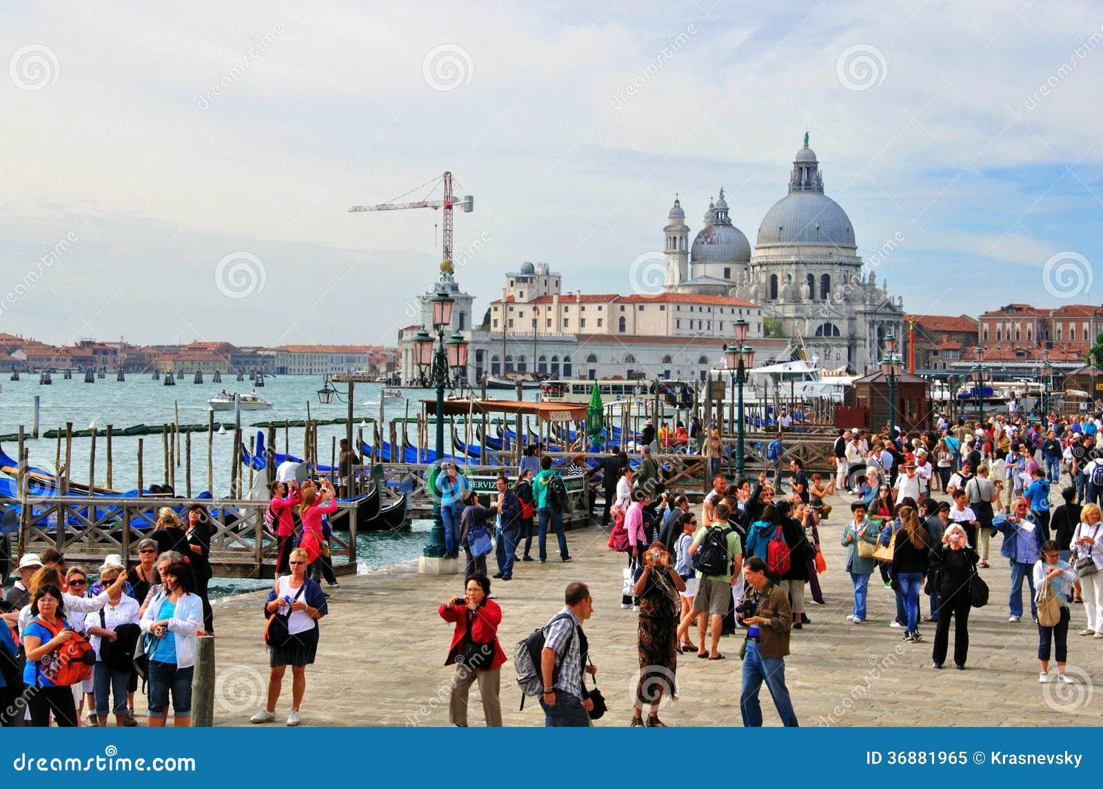 Download Turisti a Venezia immagine editoriale. Immagine di isola - 36881965