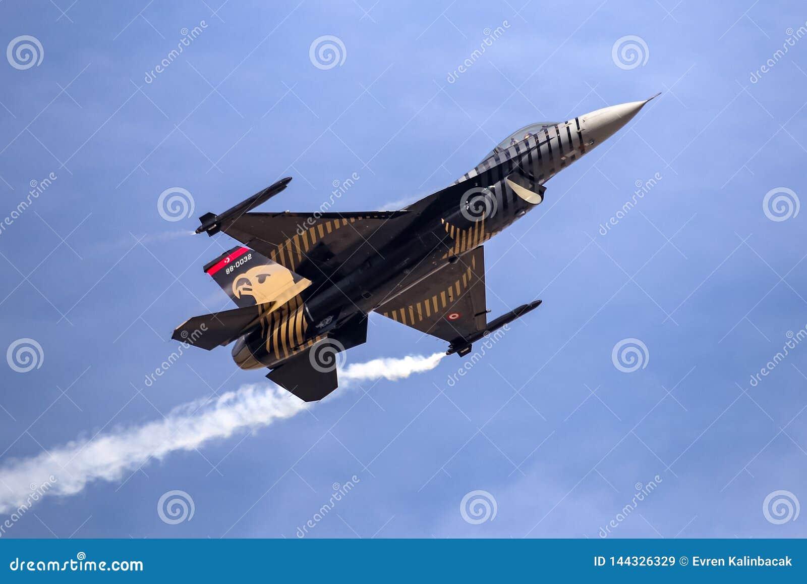 Turk Air Aerobatics Show solo in Teknofest Costantinopoli
