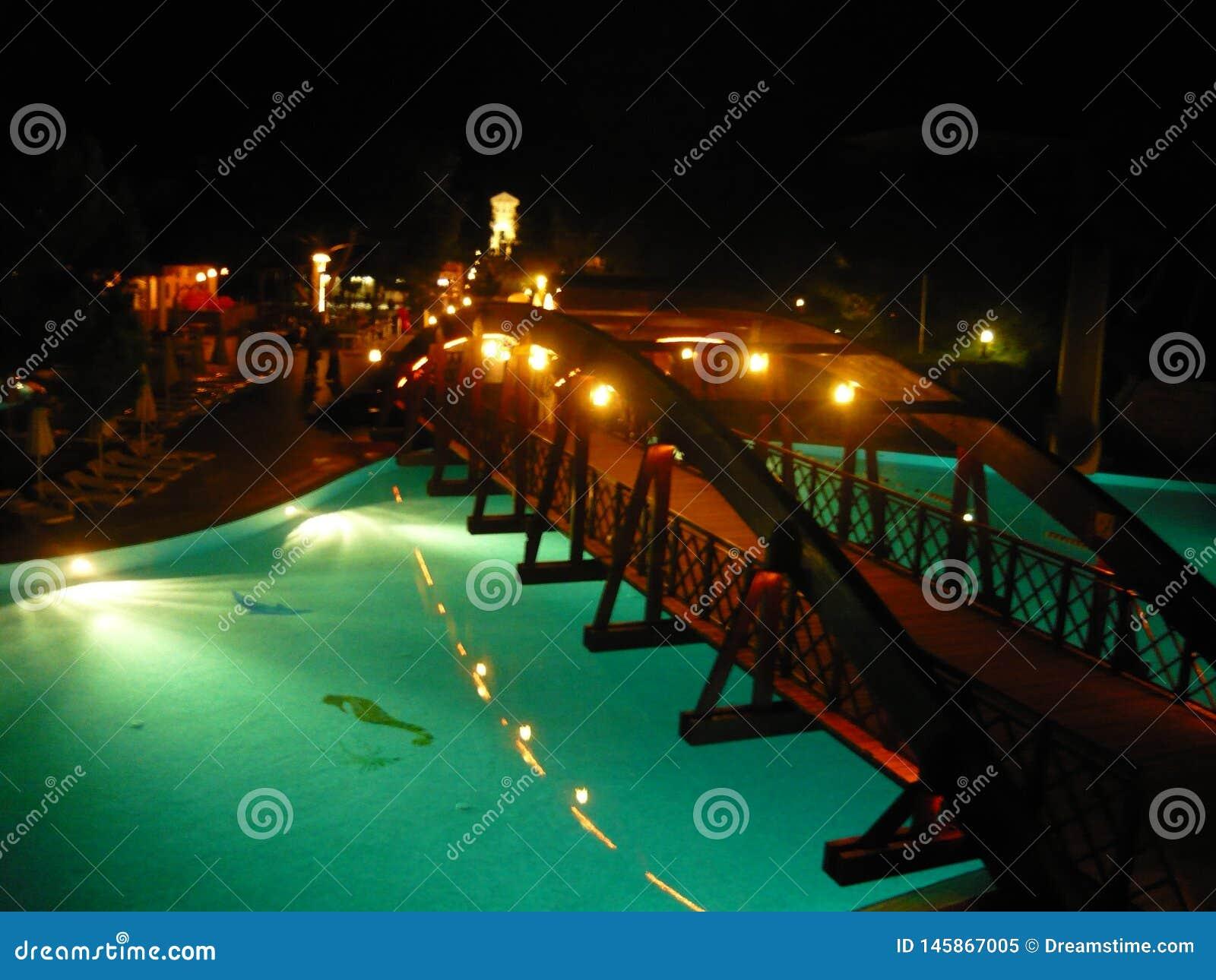 Turkiet hotell, simbassäng, stång, afton, simbassäng