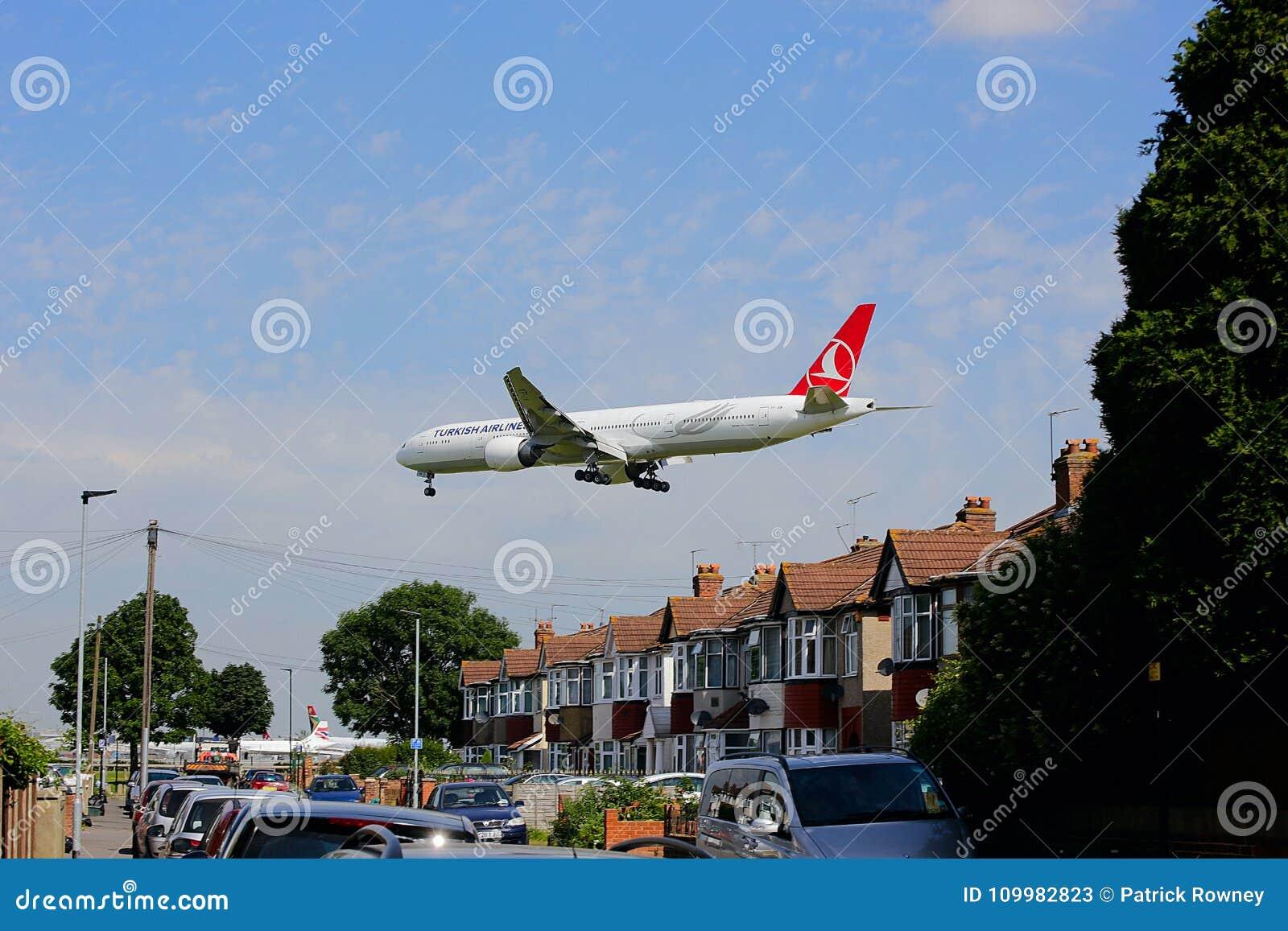Turkish Airlines Boeing 777 på inställning till den Heathrow flygplatsen