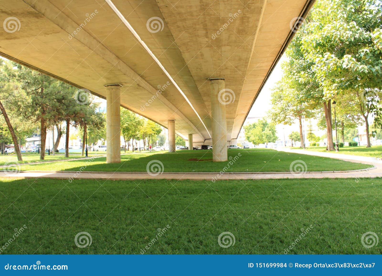 Turkiskt Gaziantep, 24 Juni, - 2019: Gaziantep mitt och mycket stora Central Park