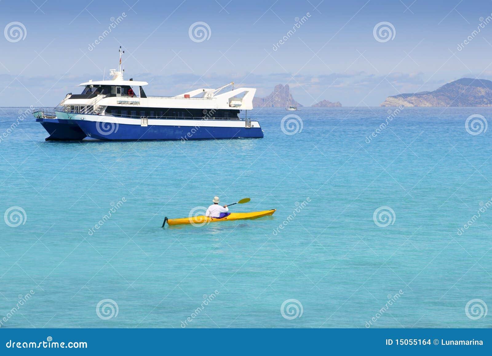 Turkos för hav för kajak för fartygformentera illetas