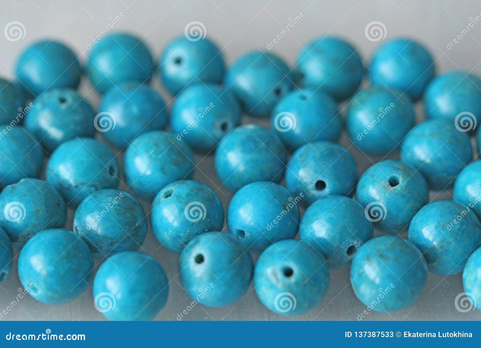 Turkos Naturlig turkossten, runda pärlor Bakgrund av turkos Turkosbakgrund