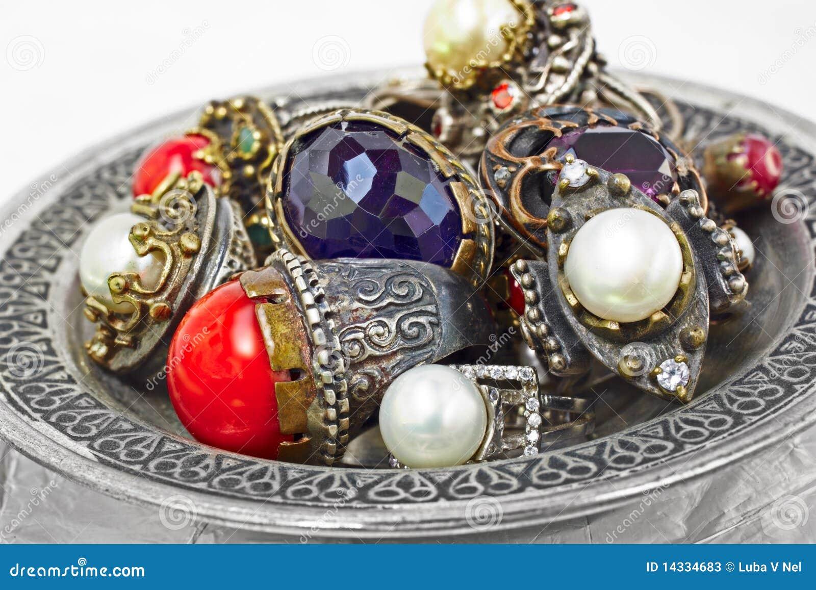 Turkse zilveren ringen stock foto 39 s afbeelding 14334683 - Pouf eigentijds ontwerp ...