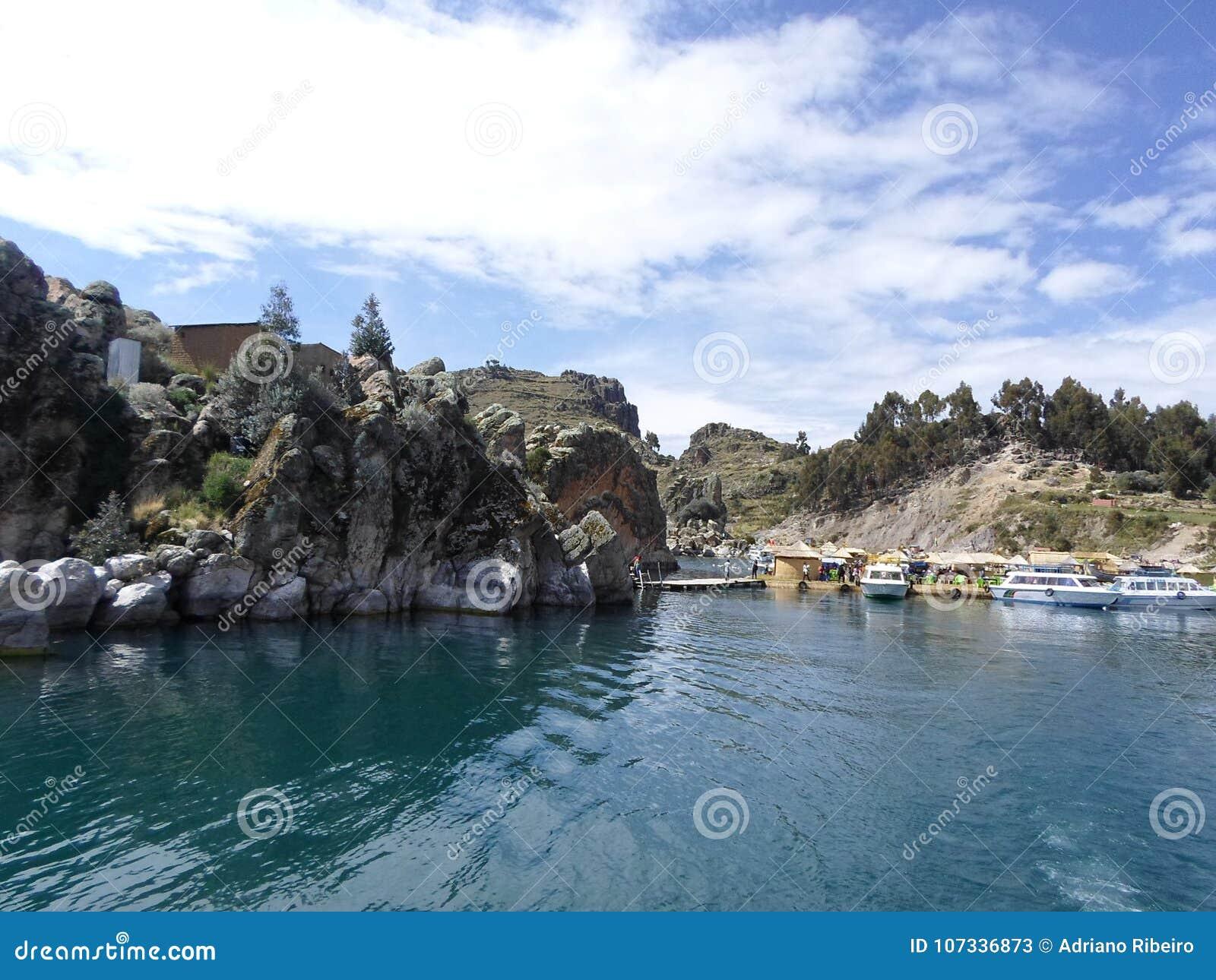 Turkusowy błękitny nawadnia Jeziorny Titicaca, Boliwia