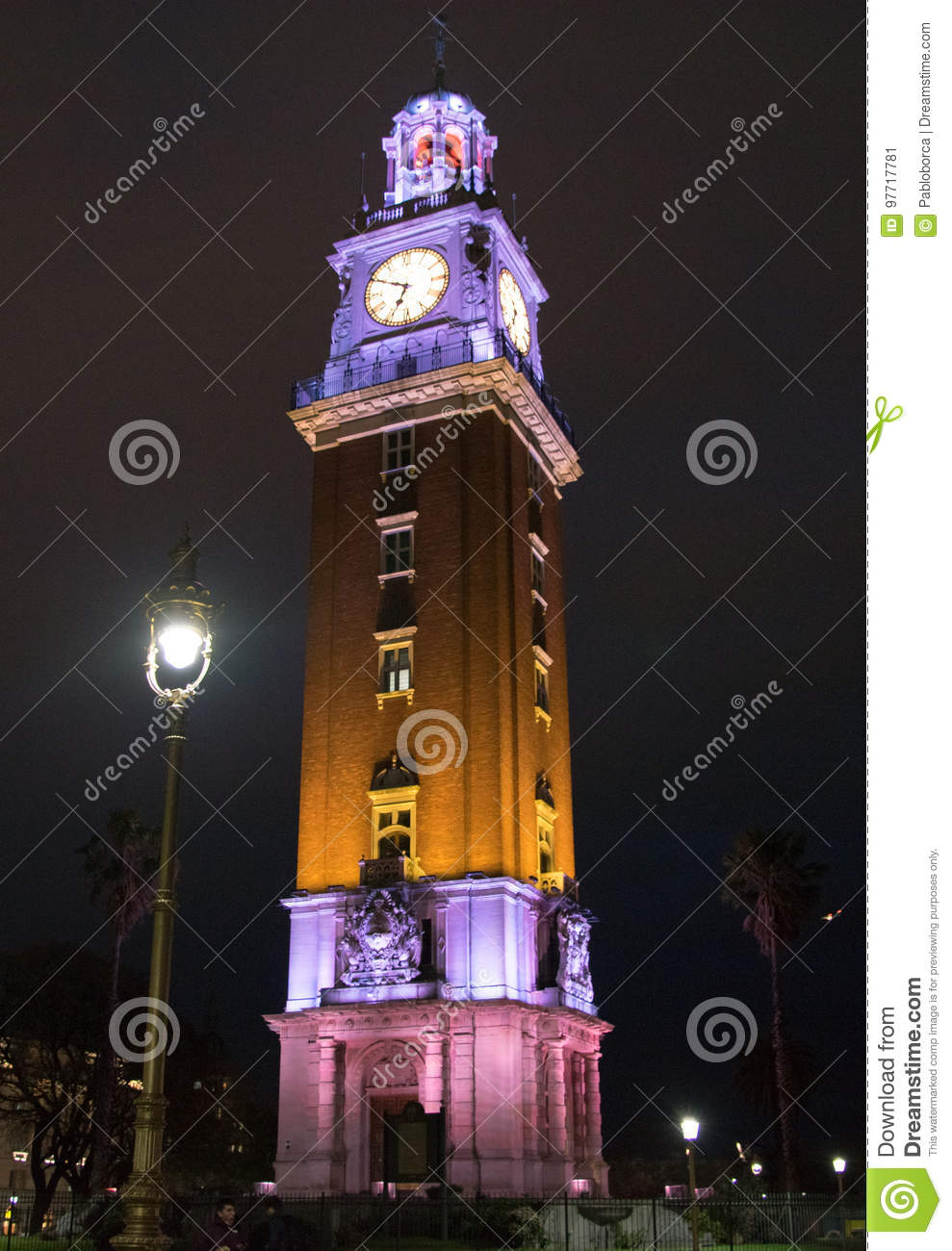 Turm Torre de Los Ingleses English nachts in Buenos Aires