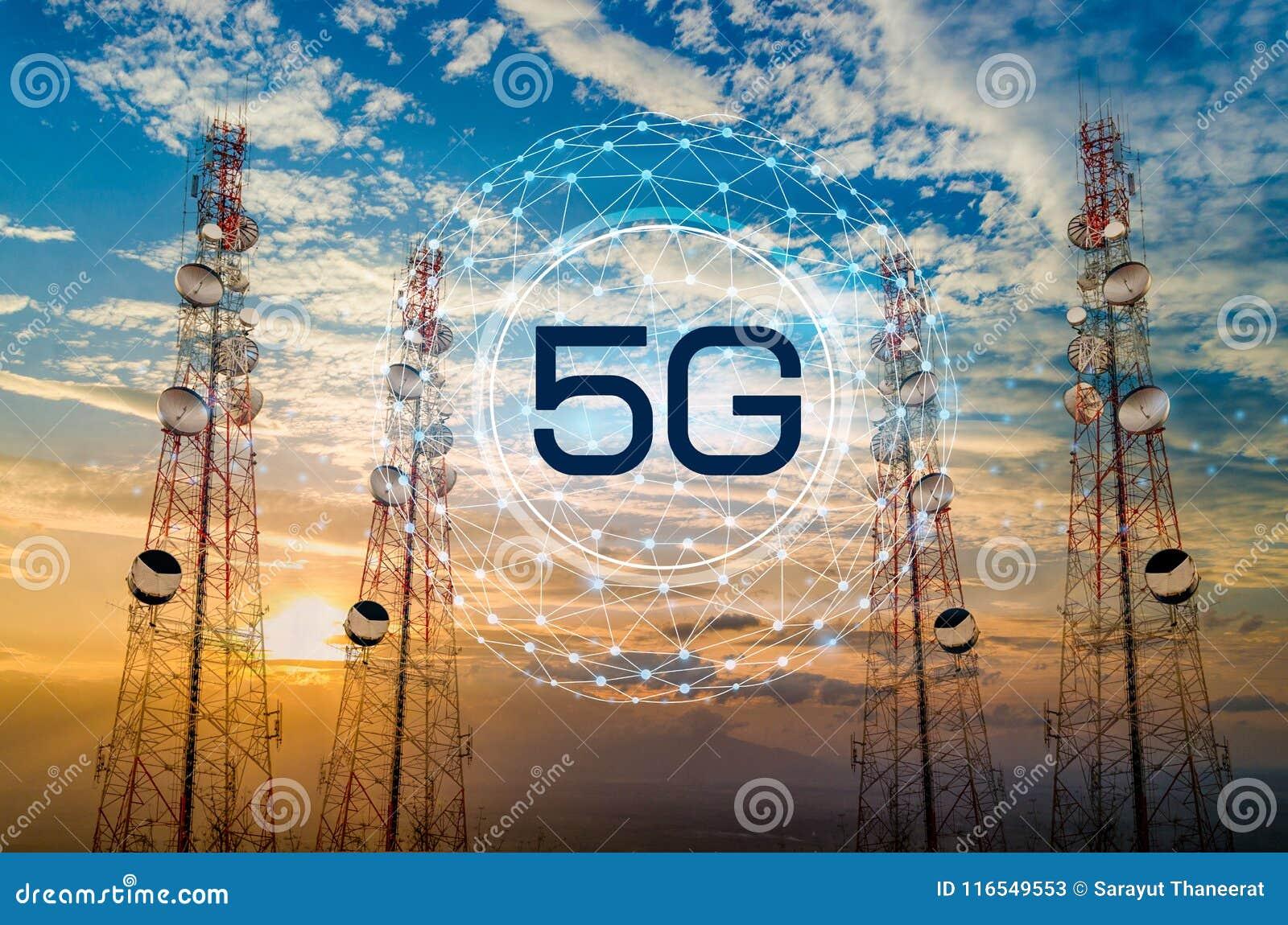 Turmantenne der Telekommunikation 5G im Morgenhimmel Abendhimmel